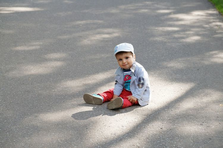 Creative Light And Shadow Enjoying The Sun People Watching Relaxing Child Popular Photos Live For The Story