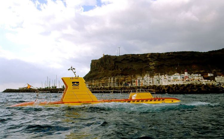 Tourist Attraction  Holidays Immersion Outdoors Tourist Submarine On The Island Of Gran Canaria-Spain Undersea Adventure Water Yellow Submarine