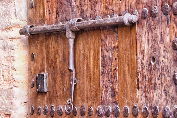 La Alhambra Metal Wood - Material Door Rusty Entrance Protection Close-up Security No People Old Safety Closed Day Lock Weathered Brown Latch Full Frame Pattern Decline Deterioration Nail Arabic Architecture