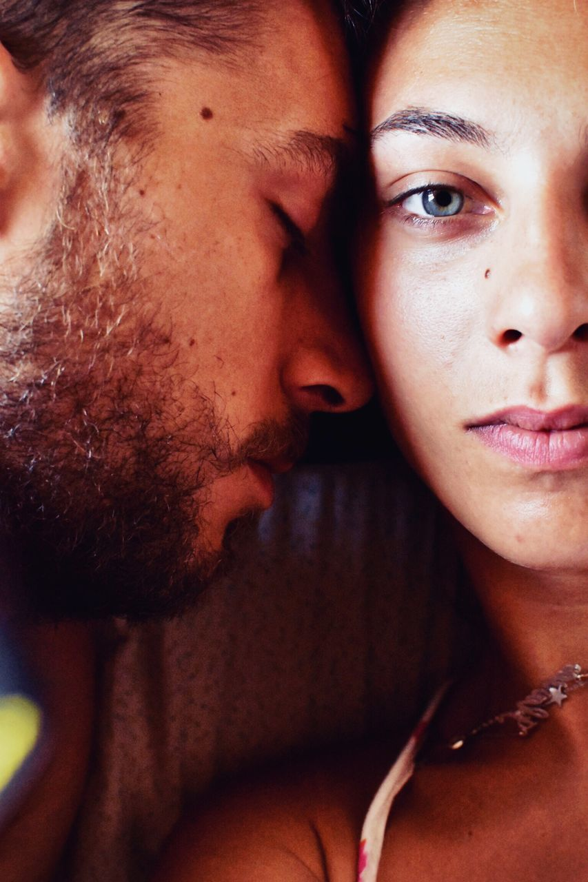 two people, togetherness, portrait, couple - relationship, young adult, love, real people, men, heterosexual couple, positive emotion, bonding, women, headshot, young men, lifestyles, indoors, leisure activity, adult, young women, human face