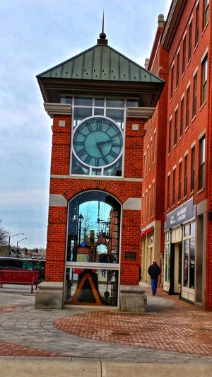 Modern clock tower. Cloud - Sky Low Angle View Snapseed Relaxing Hello World Concord,NH Architecture Built Structure Building Exterior Travel Destinations History Outdoors Clock Day City