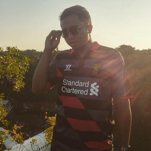 Kemanapun, dimanapun, Liverpool selalu di hati. Liverpool Liverpoolfc YNWA Warrior Jalanjalanyukgaes