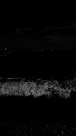 "Buenas noches !!. "" El tiempo nos ha vaciado de fulgor. Pero la oscuridad sigue poblada de luciérnagas. "" Gioconda Belli. Sea Tranquil Scene Scenics Tranquility Beach Photography Melancholic Landscapes From My Point Of View Capture The Moment Samsung Galaxy S6 Edge Calm Beauty In Nature Nightphotography Melancolia Reflections In The Water Capturing Movement Atmospheric Mood Bnw_shot Bnw_collection Bnw Tranquility Beach"