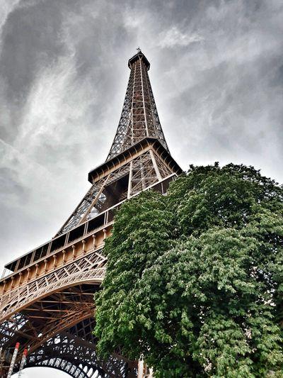 Tour Eiffel Dramatic France Paris Tour Eiffel City Fame Pyramid History Monument Cultures Tower Sky Architecture Building Exterior Civilization Architectural Design First Eyeem Photo