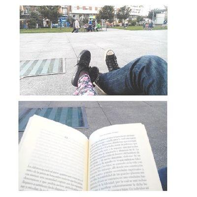 Como siempre, leer en la calle, en la mejor compañía.