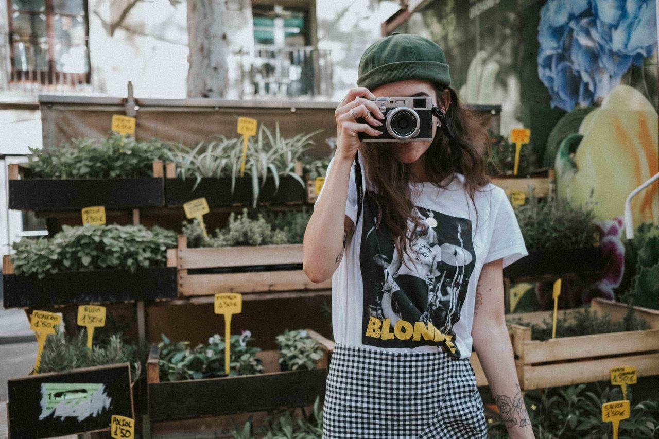 камера - фотографическое оборудование, темы фотографии, фотосъемка, холдинг, один человек