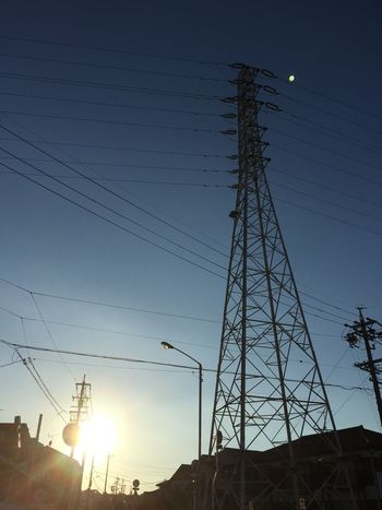 鉄塔 Steel Tower  Pylon 電線 Electric Wire 太陽 Sun