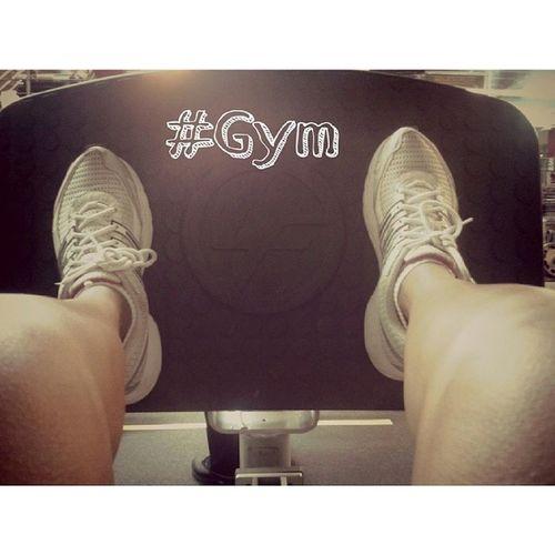 Noche de Lunes en el Gym en Prensa Legextension GoldsGym totafitness trainer verano2014 igersperu