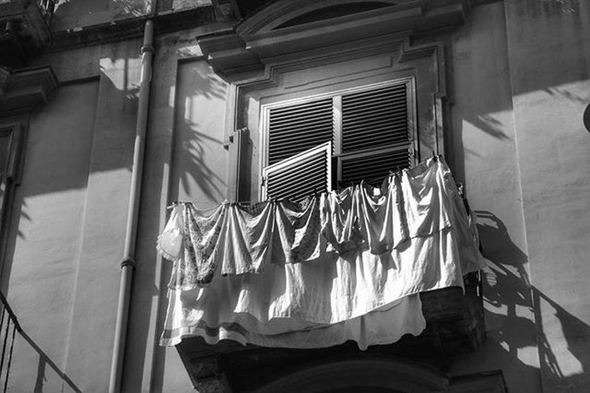 """""""il segreto è la luce"""" Se ti è piaciuta la foto, metti mi piace anche alla pagina Facebook: https://m.facebook.com/profile.php?id=477076059139766 SeiDiNapoli Napoli Igersnapoli Gotourismnapoli Italia Ig_napoli Napolipix Foto_napoli Ig_napule Napoliproject Foto_briganti Ioscatto_napoli IG_REGIONECAMPANIA Napoliphotoproject Verso_sud Vivocampania Napolidavivere Loves_united_campania Thebeautyofnapule Paesagginapoletani Ig_worldclub Igworldclub Hashtagnapoli Vivonapoli Napoli_da italia360gradi ig_campania instaitalia vesuviocoast loves_campania"""