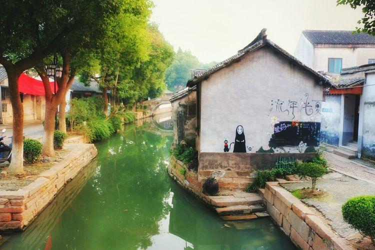无脸男 a masked ghost from Spirited Away. Nature Colors Nature Is Art Natural Beauty Hayao Miyazaki ArtsCrawl Spirited Away River View Graffiti Art Graffiti Wall Graffiti