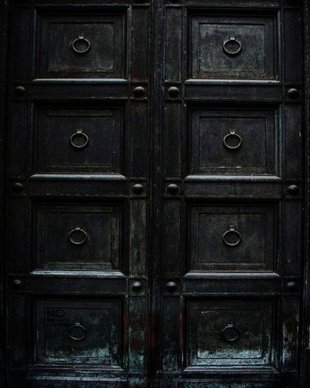 Nunca dejes de informarte sobre las nuevas técnicas, pues ellas serán las llaves que abrirán las puertas que hasta hoy estaban cerradas para ti... Serie: UnDiaMasEnLaCiudadDelCaos Argenpuertas VSCO Igersargentina