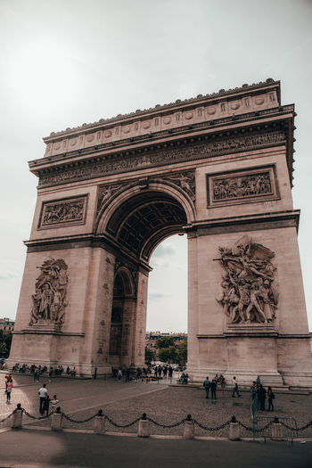 Architecture Tourism Travel Destinations Built Structure Sky Arch Group Of People Travel The Past History Monument City Triumphal Arch Real People Day Incidental People Large Group Of People Nature Building Exterior Outdoors