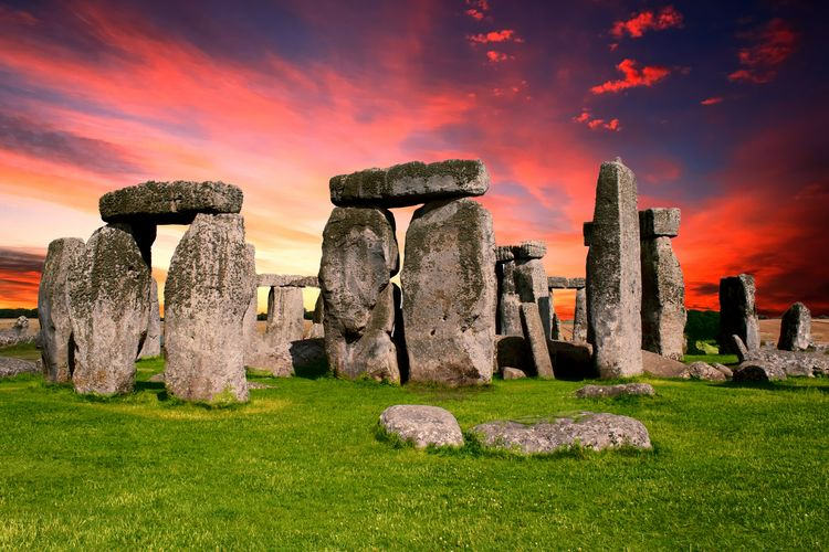 Stonehenge History Ancient Built Structure Ancient Civilization Architecture Building Exterior Outdoors Nature Day Sunset Grass Monument Prehistoric Prehistoric Monument Prehistoric Life Britain Uk England Paganism Pagan Landmark Landmarkbuildings Archaeology Archaeological Sites Old