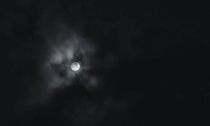 I've read, the next 'Full Cold Moon' at Christmas won't shine until 2034 - so enjoy it this night again! Merry Christmas everybody! 🎄🌕 Christmas Fullmoon Fullcoldmoon Happybirthdayjesus Christnacht