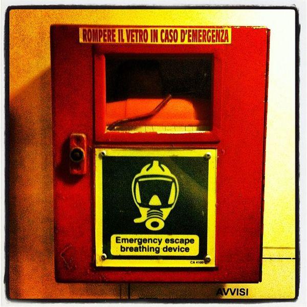 #rompere #vetro #caso #emergenza #notfall #emergency #escape #breathing #device #feuer #brandhaube #fire Fire Breathing Emergency Escape Feuer Device Vetro Emergenza Caso Notfall Brandhaube Rompere