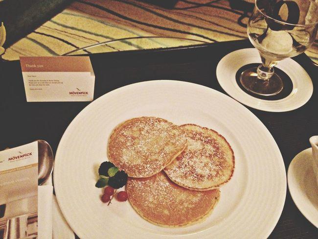 Room service <33