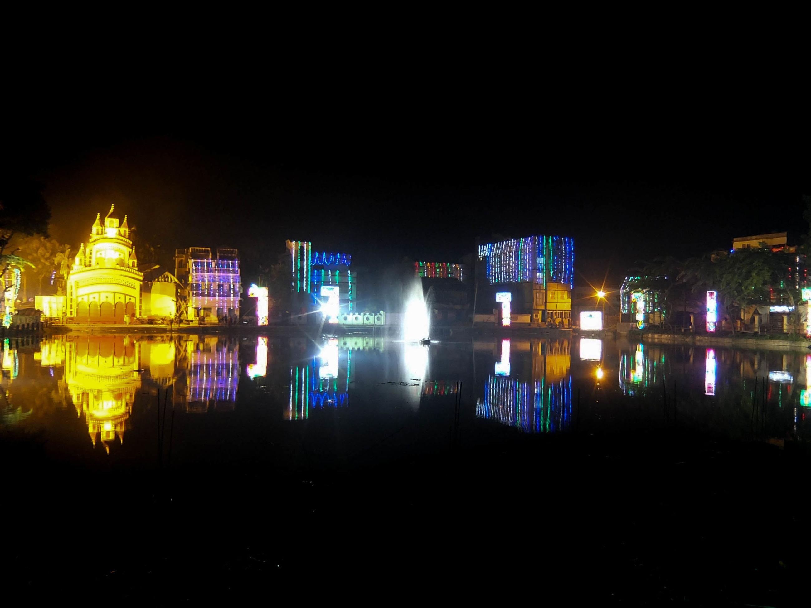 illuminated, night, architecture, building exterior, built structure, reflection, water, city, lighting equipment, waterfront, light - natural phenomenon, copy space, building, multi colored, clear sky, dark, modern, river, outdoors, sky