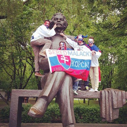 Maksim Gorkij supporting Slovakia! Hockey IIHF WC2014 Iihfslovakia slovakia flag