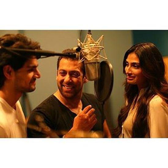 Millions will faint for his smile indeed its magical Bhaijaan Salmankhan Mainhunterahero Hero2015 Soorajpancholi Athiyashetty Salmankhanfilms😍😍😍