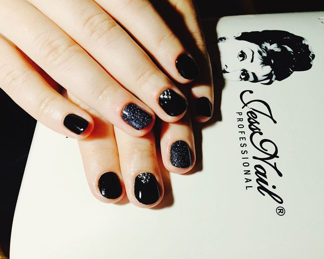 Hello World That's Me Happy Cool Black Moda Nails My Nails  Manicure Shellac