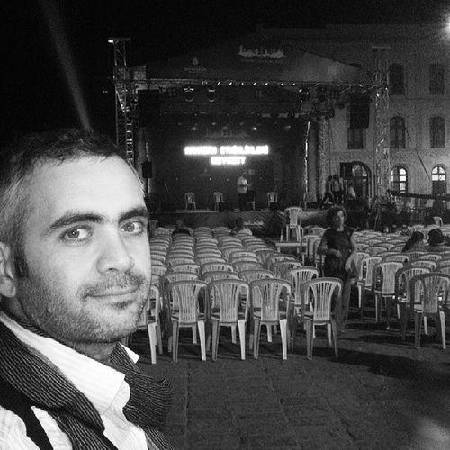 Bu gece 23.10 da Taşkın Savaş hocamız ile Beyazıt meydanındayız müsait olanları bekleriz. Concert Konser Ta şkınSavaş Gfarukunal Keman Beyazıt BeyazıtMeydanı