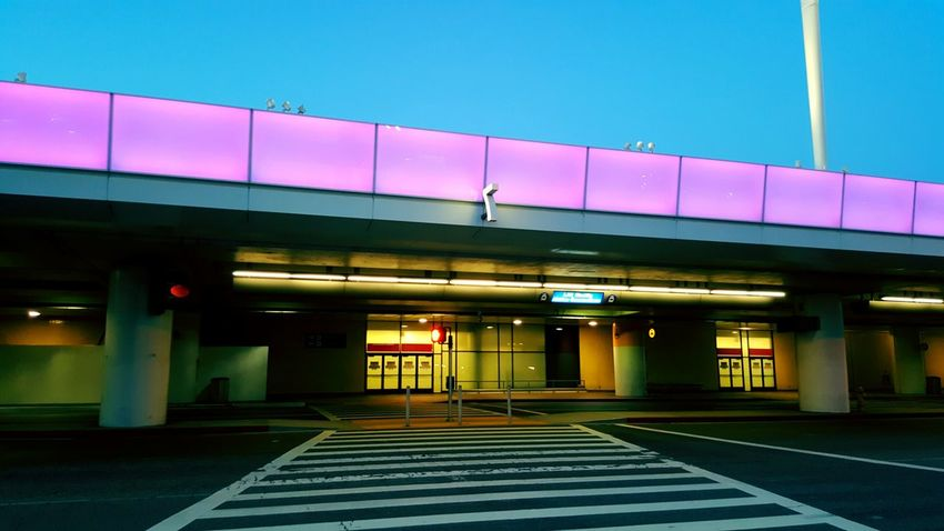 Terminal 7 Taking Photos LAX Check This Out Losangeles PhonePhotography Shooting Lights Architecture Architecture_collection Los Angeles, California Laxairport Streetphotography Street Photography Transportation Dawn Dawn Of A New Day