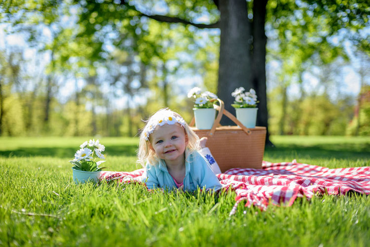 Adorable happy little girl laying on blanket with vintage picnic basket and daisies Spring Female Sunny Day Outdoors Selective Focus Spring Flowers Spring 2017 Picnic Basket Vintage Little Girl Adorable Kids Kid Photography Kidsphotography Childhood One Child Laying On Grass Picnicking Young Child Daisies Portrait Sunlight Sweet Happy People Happy Children The Portraitist - 2017 EyeEm Awards Live For The Story The Portraitist - 2017 EyeEm Awards