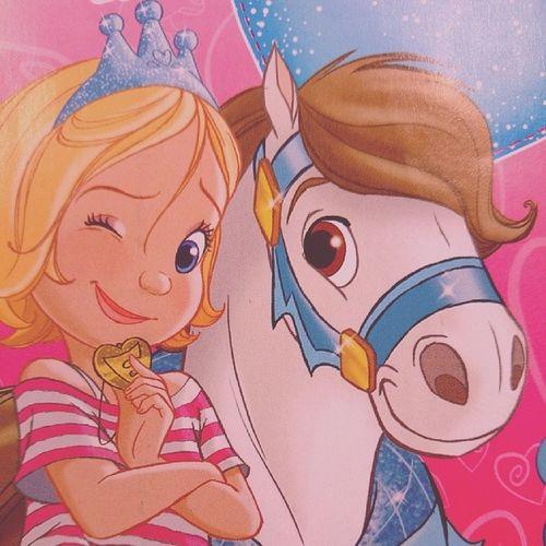 ...ein drogenabhängiges Pferd mit rosa Glitzer und eine hyperaktive Göre. Ich geh' mal auf's Klo, kotzen. Stereotyp Gendernazis FuckprinzessinEmmy Emmy prinzessin