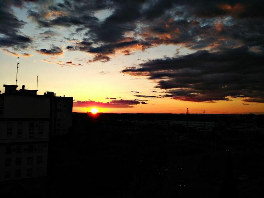 Atardeceres sevillanos Atardecer Atardeceres Sunset Sunset_collection Sunset Silhouettes Sevilla SPAIN Sol Sun Relaxing Horizon Mobilephotography Bqm5 Bq Puestadesol Cloud Clouds And Sky Cities At Night Urban Urbanphotography Urban Nights