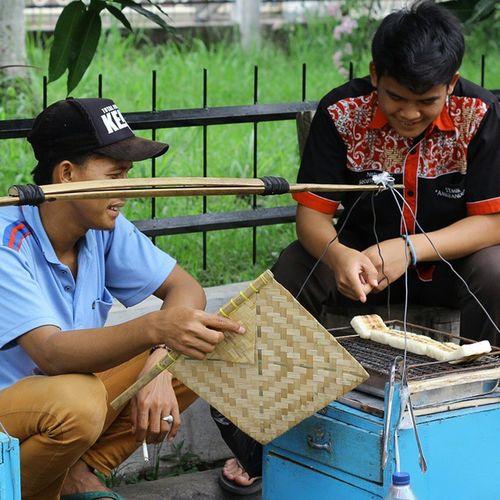 Yang mateng mas... Humaninterest Hi Ketanbakar Kuliner cemilan kakilima traditionalfood