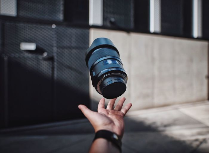Juggling the lens in front of the modern building
