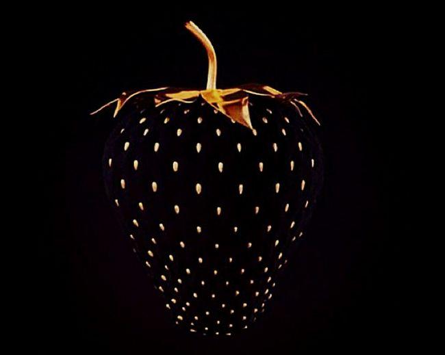 💛🍓💛Blackandgold Strawberry Goldberry Taking Photos Hi! Art Cilekpare Amazing