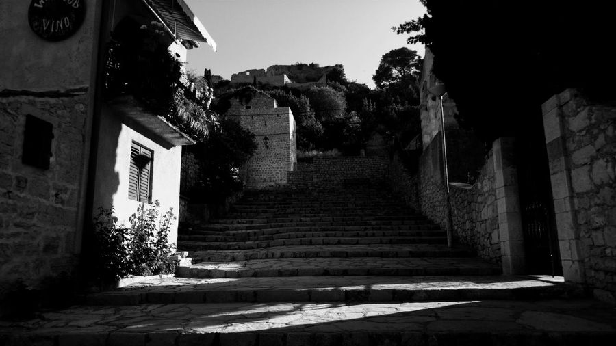 EyeEm Best Shots EyeEmNewHere Blackandwhite The Week on EyeEm Old Hause Dramatic Lamp City History Ancient Architecture Building Exterior Built Structure Steps