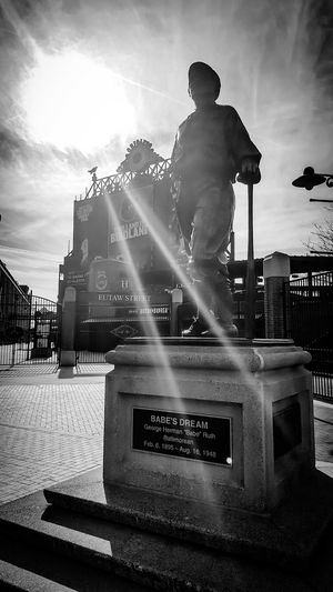 Eye4photography  EyeEm Best Shots Enjoying Life EyeEm Best Shots - Black + White Eyeemphotography Blackandwhite Photography Black And White Photography Taking Photos Black & White Getting Inspired Hanging Out EyeEmbestshots Camden Yards Babe Ruth Statue In The City Statues And Monuments