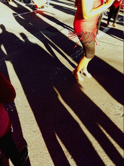 Bailando sobre sombras (Dancing over shadow) Creative Light And Shadow Streetphotography EyeEm Best Shots EyeEm Photography Foto Taking Photos Dancing Eye4photography  Tagsforlikes