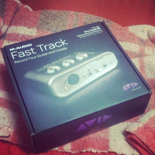 Hora de estrear a plaquinha! =) Audio Maudio Music Record fasttrack keyboard song play study avid