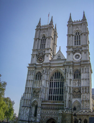 Architecture Building Exterior Built Structure Chiesa Clear Sky Clock Clock Tower Day England Façade Gran Bretagna Great Britain Großbritannien Inghilterra London Londra Low Angle View No People Outdoors Place Of Worship Religion Rose Window Sky Spirituality Tower