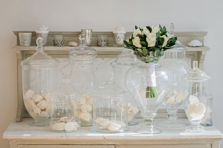 Close-up of white flowers in vase on table