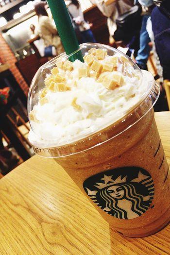 クラシックティークリームフラペチーノ♪夏服ショッピングに疲れたので、オリジナルブレンドの風味が効いたこちらでまったりʕ•ᴥ•ʔ EyeEm OneCam Sweet Food At Starbucks Frappuccino IPhoneography