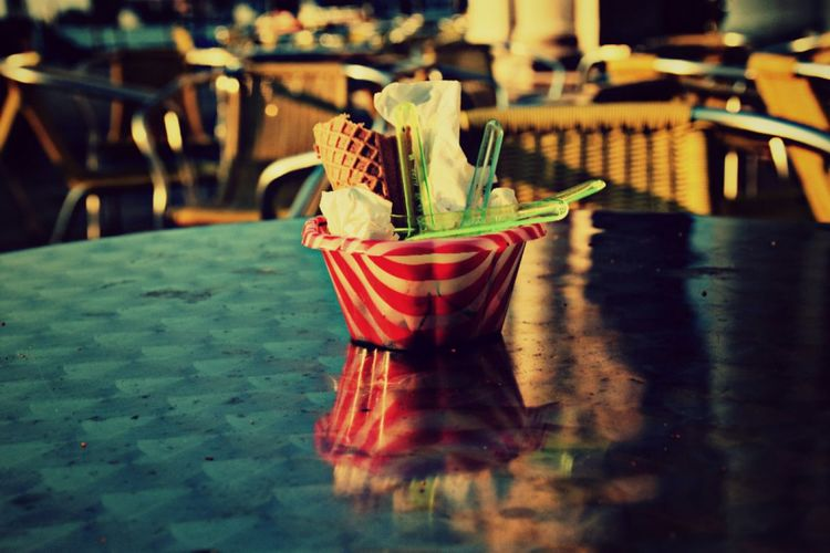 Ice cream leftovers with spoons in bowl on table at restaurant