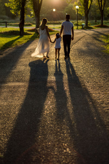 Shadow Walking Togetherness Adult People Sunlight Autumn Sunset Child Females Outdoors Childhood Women Men Real People Botanical Gardens Babyshower Pregnant Phtography Pregnant Woman Pregnant Photography Pregnant Couple PregnantWoman Pregnant Beauty Bursa / Turkey Family Connected By Travel Be. Ready. See The Light