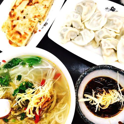 悠閒的結束這悠閒的一天 Dumplings 五花馬 Juicy Pork Dumplings Love ♥ 榨菜 肉絲麵 Noodle Soup Delicious Taiwan Food