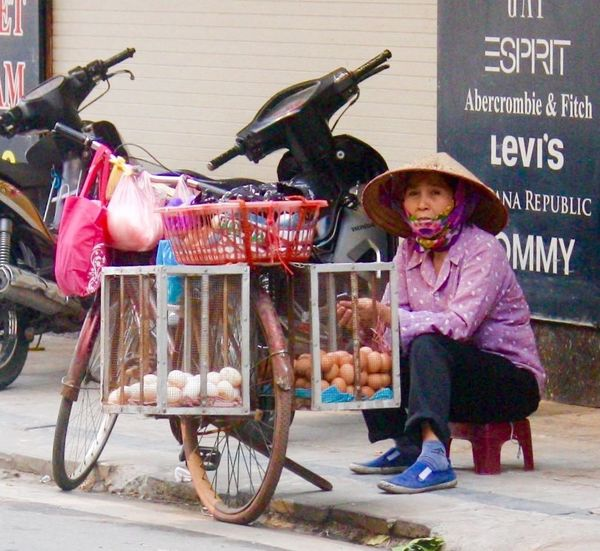 Eggs Selling Eggs Conical Hat Street Seller Eggs In A Basket Old Lady Hanoi, Vietnam Street Photography Side Of The Road Old Quarter, Hanoi Phố Cổ Making A Living