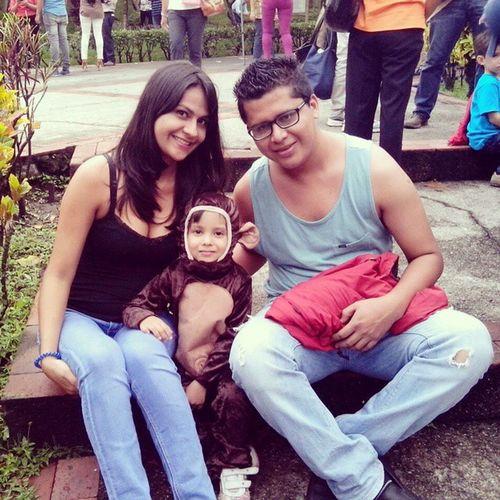 KinderAmiguitos con Tía Helen y Tío Daniel