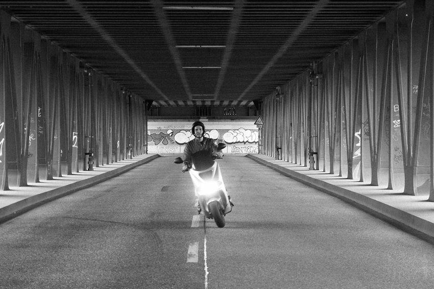 Streetphotography Streetphoto_bw Street Street Photography Streetphotography_bw The Street Photographer - 2015 EyeEm Awards Hamburg Black & White Streetphoto Enjoying Life