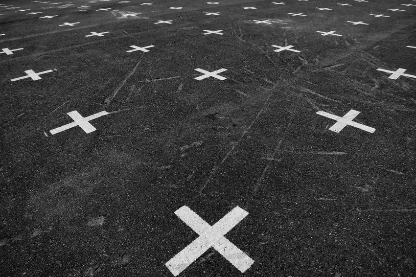 Blackandwhite Gleisdreieck Symmetry Crosses Pattern Symmetryporn Concrete Textures And Surfaces Perspective Correct Symmetrical