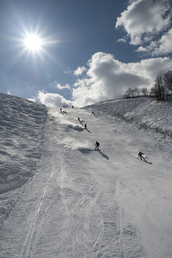 Adventure Beauty In Nature Cold Temperature Day Extreme Sports Landscape Leisure Activity Mountain Nature Non-urban Scene Outdoors Real People Scenics Ski Holiday Skiing Sky Snow Sport Sun Sunbeam Sunlight Vacations Weather Winter Winter Sport