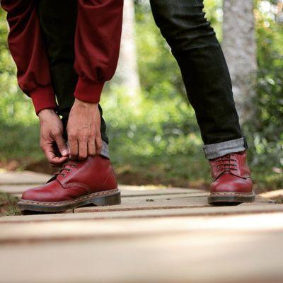 Ngikat tali Dm..Docs Drmartensstyle Docmartersbandung Drmartens1460_vintage_oxblood Drmartensofficial Docmart Docmarters Docmartid Drmartens Drmartensfans Drmartenstyle Tebingkeraton Drmartensindonesia INDONESIA Shoes Bandung