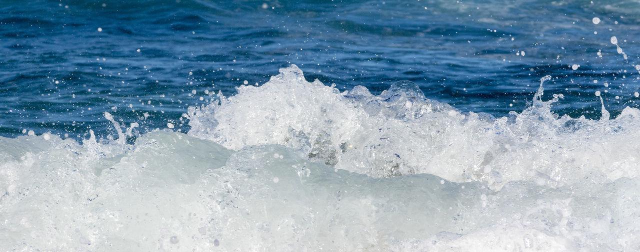 Waves splashing water in sea