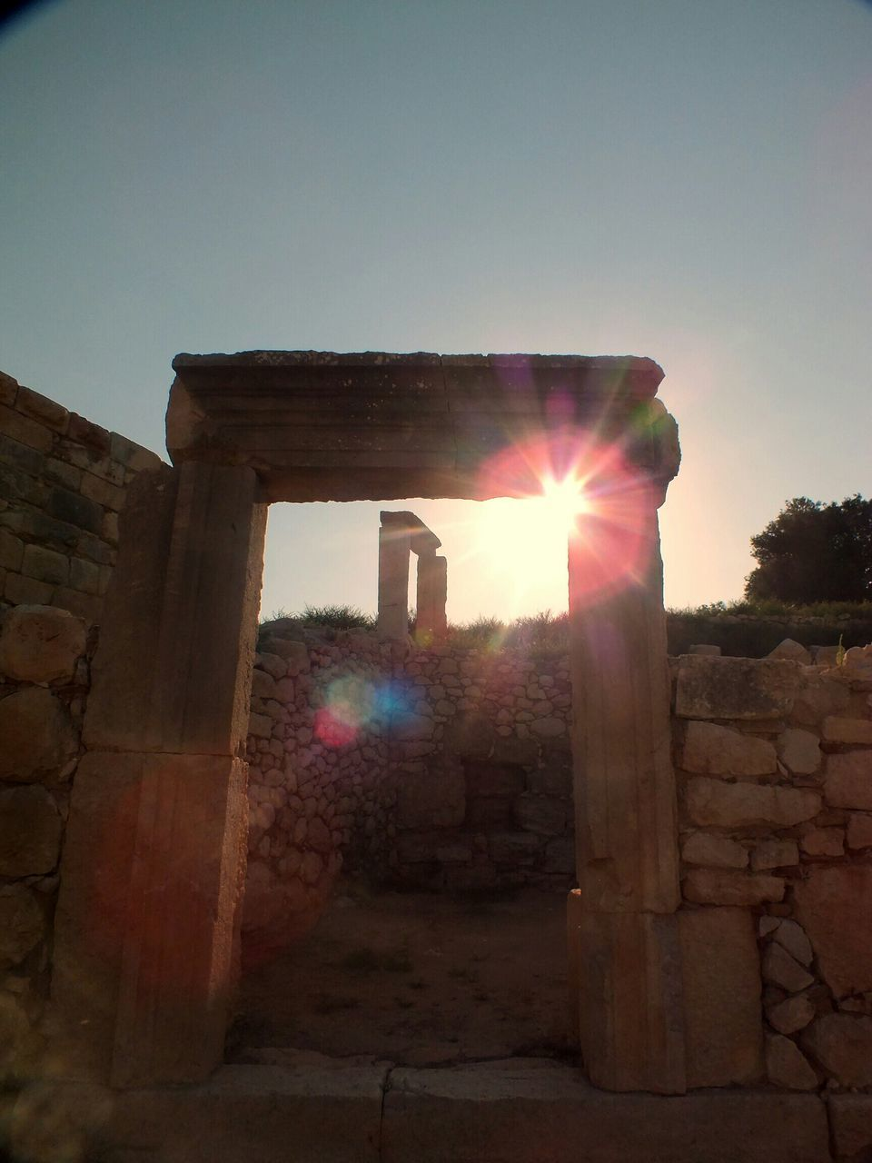 built structure, old ruin, architecture, sunbeam, sun, sunlight, history, lens flare, ancient, ancient civilization, building exterior, clear sky, no people, sunset, sky, outdoors, architectural column, day, travel destinations, nature